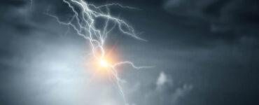 lightning bolt during a dark night
