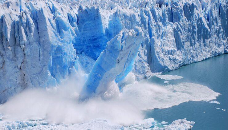 Glacier collapsing